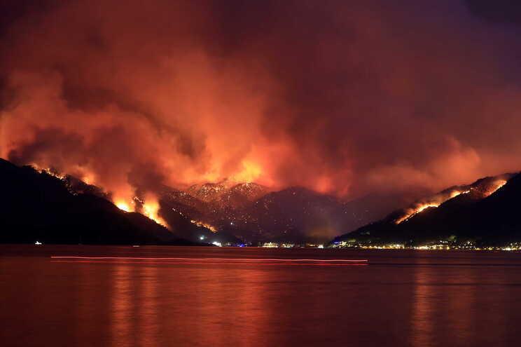Turquia enfrenta os piores incêndios em pelo menos uma década