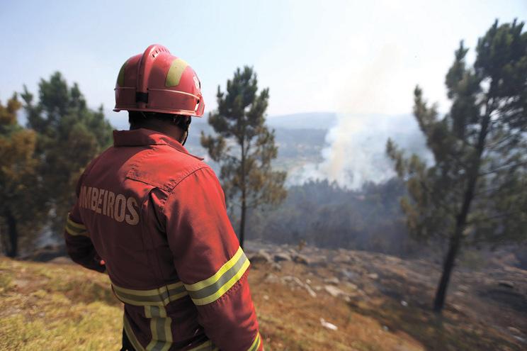 Dispositivo contra fogos aumenta prontidão na sexta-feira e poderá incluir estagiários
