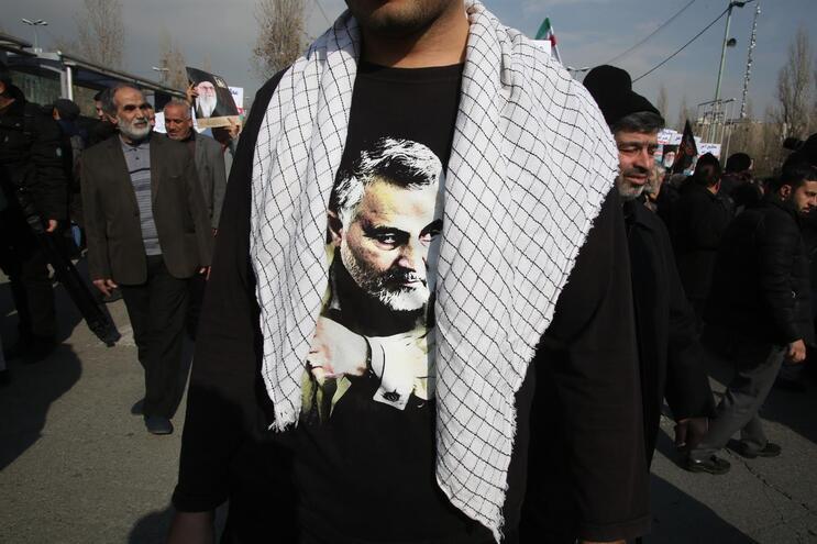 Morte de general iraniano suscita condenação e revolta em vários países