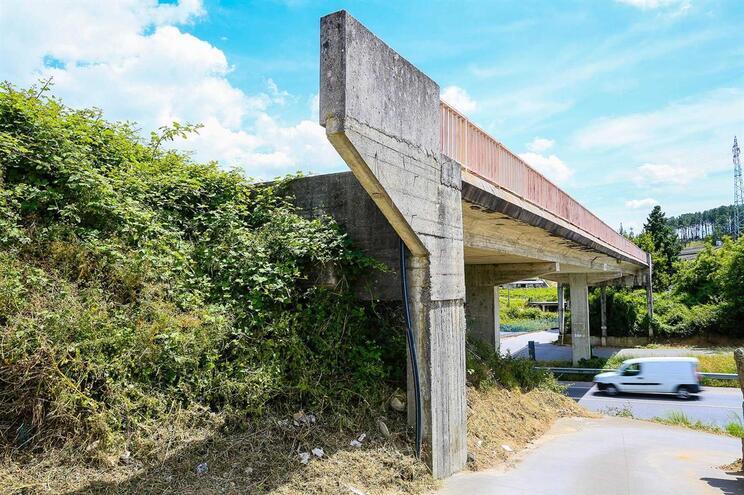 Viaduto de Monção foi construído há três décadas, mas não foram feitos os acessos