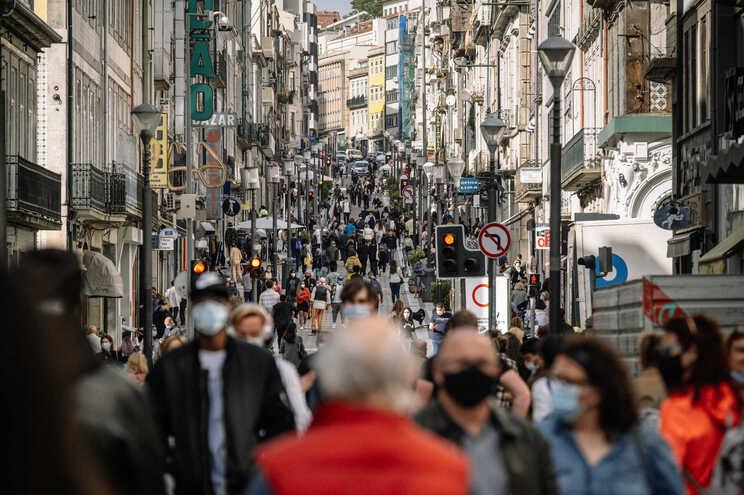 O uso de máscara na rua já não é obrigatório