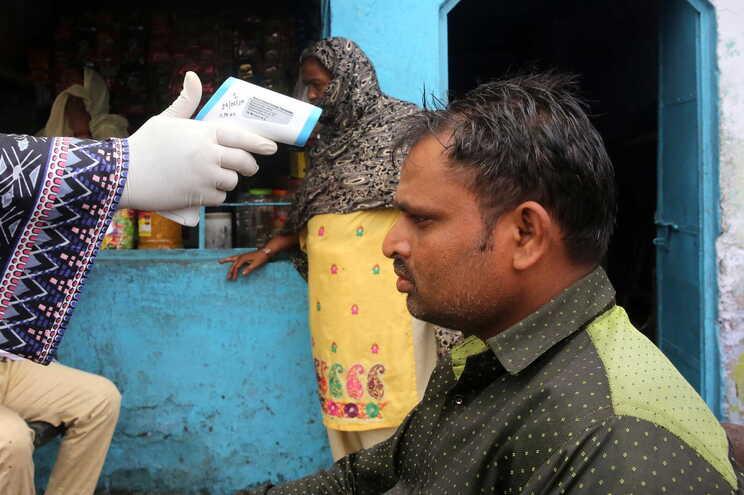 Índia regista 697413 casos e  19693 mortes de covid-19