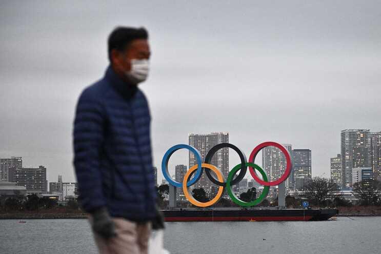 Primeiro-ministro japonês quer que Jogos se realizem, apesar da nova vaga da pandemia