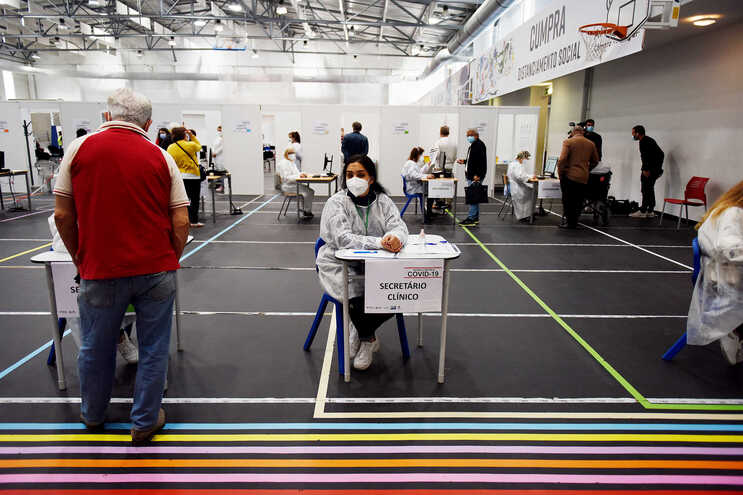 Diretor de medicina intensiva do S. João defende aceleração da vacinação de jovens