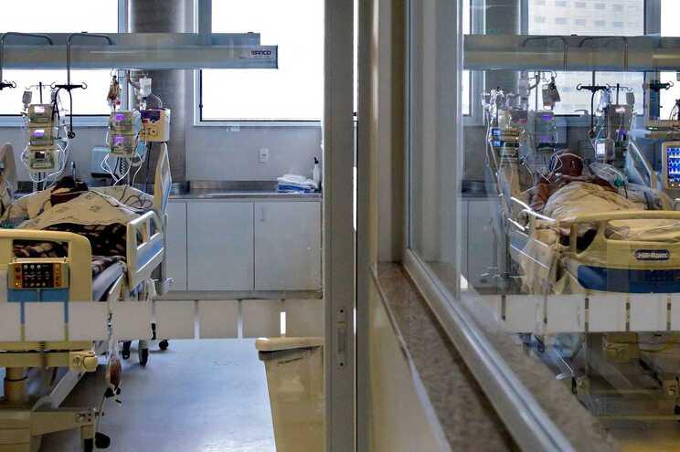 As unidades de cuidados intensivos do serviço público de saúde estão sem capacidade para funcionar ou