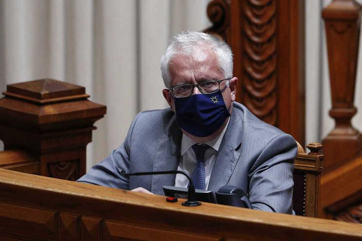 Eduardo Cabrita comprometeu-se a rever quadro legal do direito da manifestação