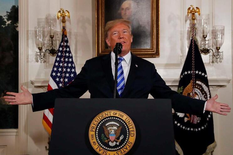 Donald Trump rasga acordo nuclear com o Irão