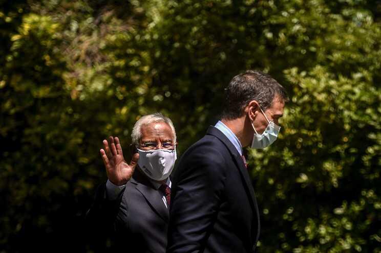 O primeiro-ministro português, António Costa, e o presidente do Governo espanhol, Pedro Sánchez
