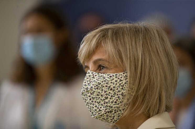 Ministra já admitiu aprovar prémios pelo combate na segunda onda da pandemia