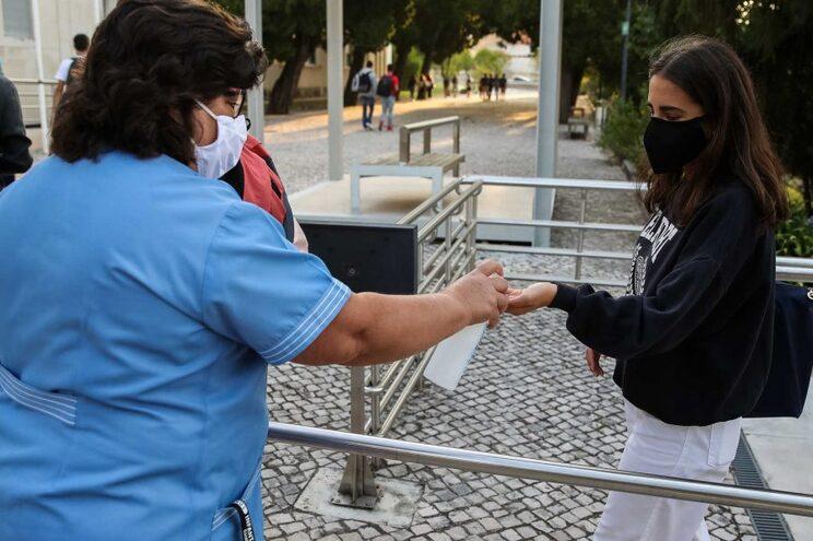 Máscaras obrigatórias: petição pede mudança das regras da DGS nas escolas