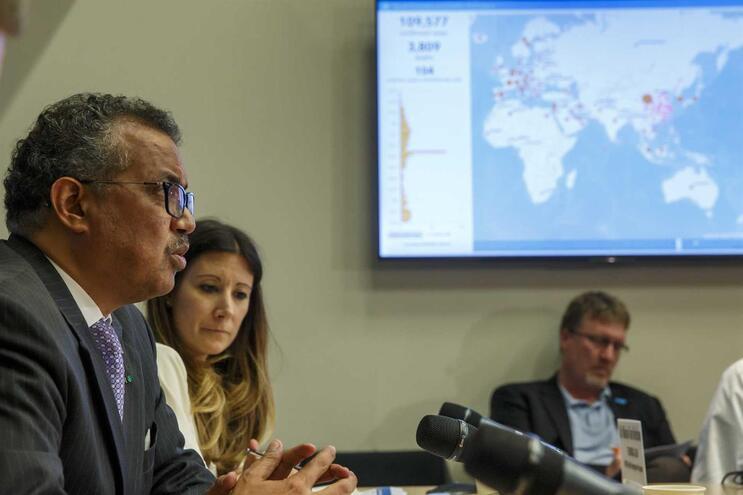 """OMSalerta para riscos dos """"passaportes de imunidade"""" à Covid-19"""