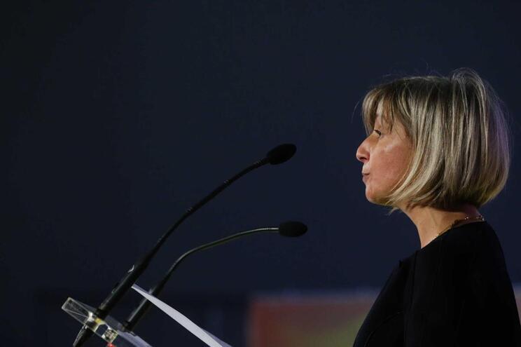 Ministra diz que não dorme tranquila até resolver ala pediátrica do S. João