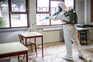 Agência norte-americana reitera que principal causa de infeção é a proximidade com alguém infetado