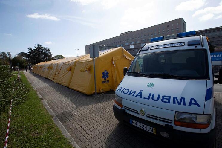 Jovem está agora internada no Hospital de São João, no Porto