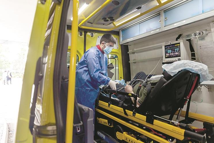 Operacionais que trabalham mais diretamente na área da saúde são os primeiros
