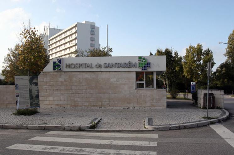 Catorze dos 24 utentes do lar da Póvoa de Santarém com covid-19 foram transferidos para o Hospital de