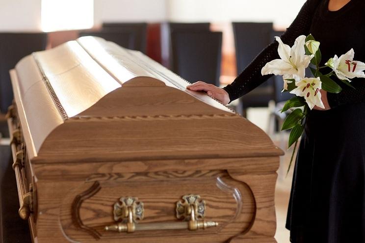 """As funerárias em França são consideradas """"serviço público"""" e continuam abertas mesmo durante o período"""