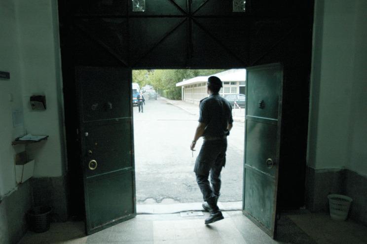 Visitas aos reclusos só podem acontecer mediante marcação