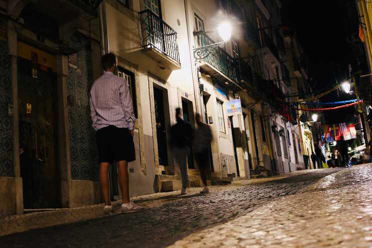 Associação diz que o controlo do consumo de álcool nas ruas do Bairro Alto é muito difícil