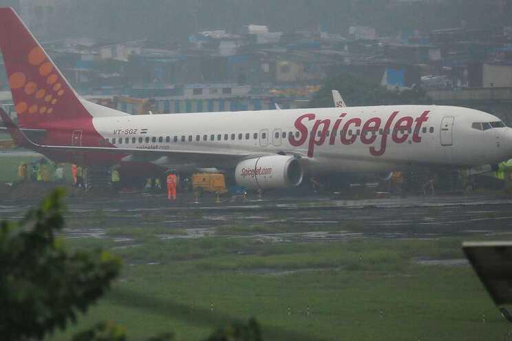 A companhia aérea que fretou o voo charter, a SpiceJet, disse que vai tomar medidas contra os passageiros