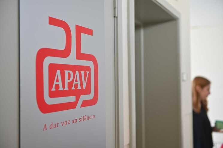 APAV recebeu quase 700 denúncias de violência durante primeiro confinamento