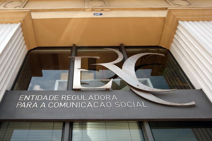 ERC recomenda ao Correio da Manhã adoção de mecanismos internos após queixa da Pluris
