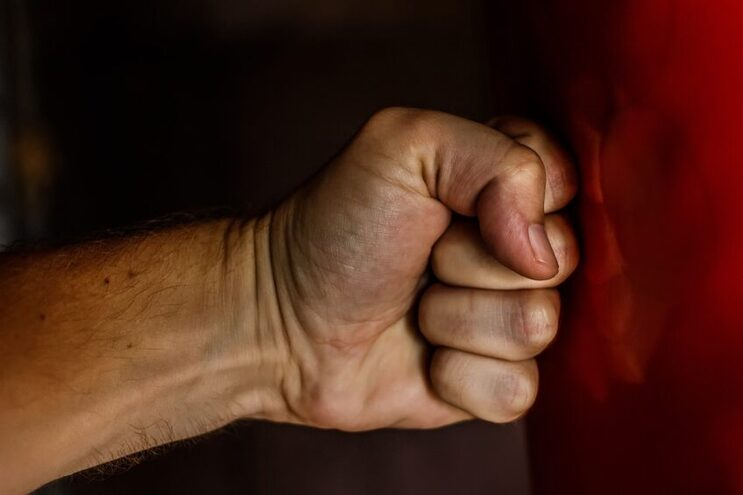 Homem tornava-se agressivo quando lhe era negado dinheiro para comprar droga