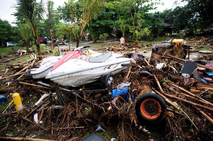 Novo balanço aponta para 373 mortos e 128 desaparecidos na Indonésia