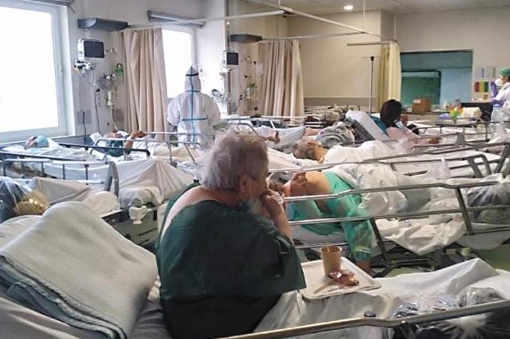 Urgências sob pressão chegam a acumular dezenas de doentes