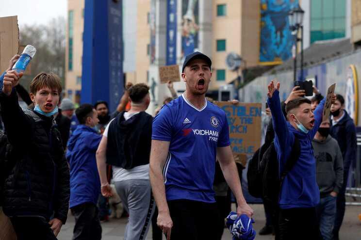 Adeptos do Chelsea contestaram a Superliga