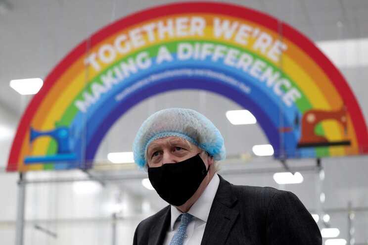 Boris Johnson convoca cimeira mais ricos para discutir distribuição de vacinas