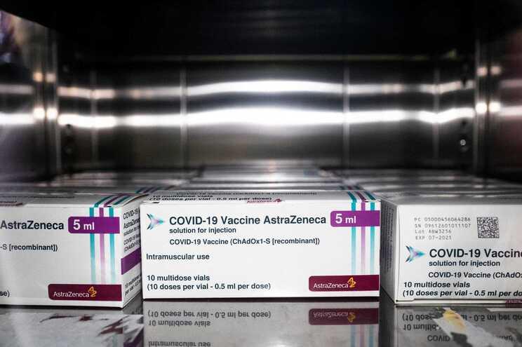 UE pode não renovar contrato com AstraZeneca por causa de atrasos
