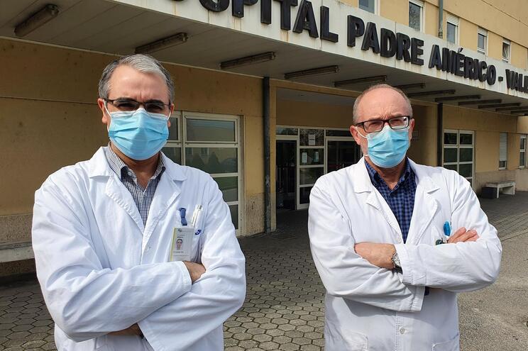 Fernando Vila, urologista e Joaquim Lindoro, diretor do Serviço de Urologia do CHTS