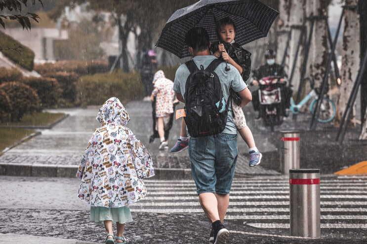Enchentes mataram mais de 300 pessoas no mês passado na China