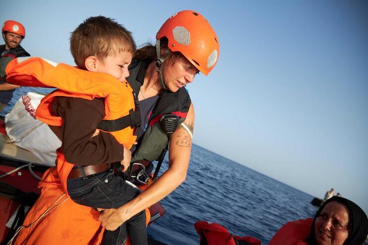 O navio Alan Kurdi da ONG alemã Sea-Eye resgatou na segunda-feira 44 pessoas. No domingo, desembarcaram