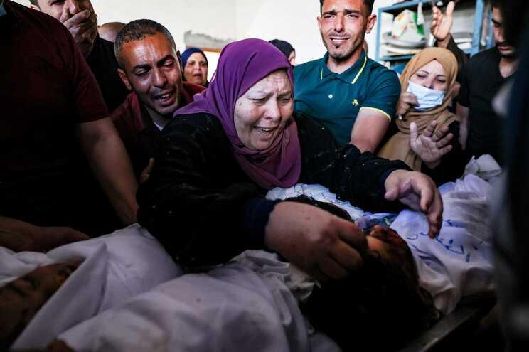 Ofensiva israelita em Gaza já matou 119 palestinianos, incluindo 31 menores