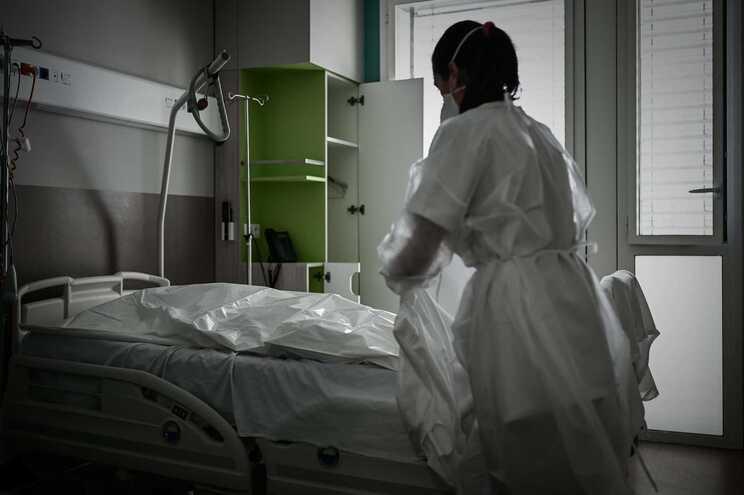 Nos últimos sete dias, houve 12.174 novas hospitalizações e 1833 desses pacientes foram internados nos