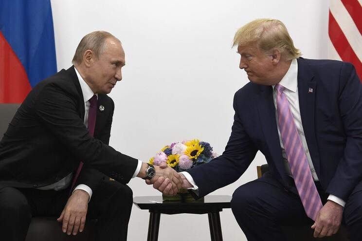 Vladimir Putin terá ajudado Donald Trump a vencer as eleições de 2016