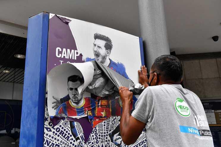 Barcelona apaga imagem de Messi e Paris estende-lhe a passadeira