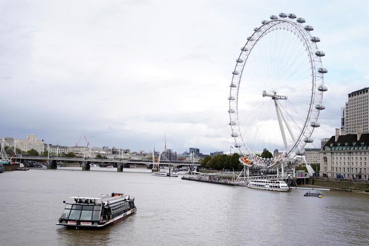 Reino Unido volta a registar novo recorde diário com 6874 casos novos