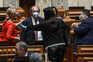 "DGS ""clarifica"" recomendação sobre uso de máscara aos oradores no Parlamento"