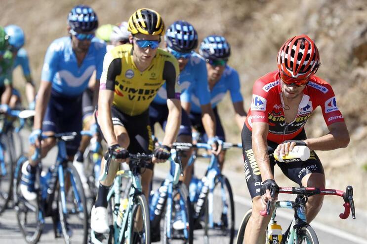 Roglic segue de vermelho bem vivo na Vuelta