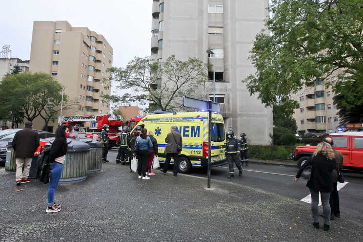 Homem põe fogo à própria casa no Porto