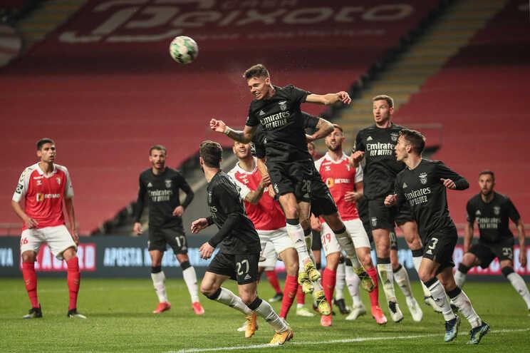 Braga e Benfica defrontam-se este domingo