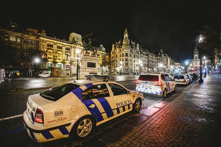 Mais detenções e menos multas aplicadas no estado de emergência
