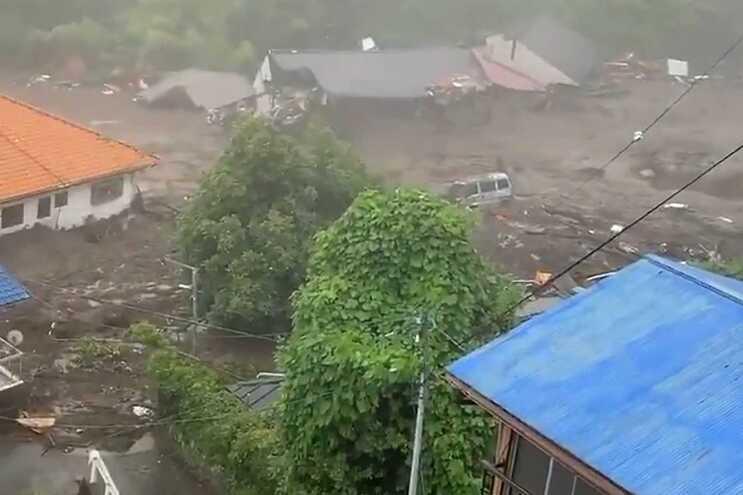 Pelo menos 19 desaparecidos em aluimento de terras em Atami