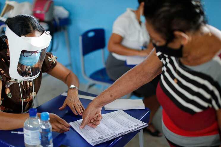 Milhares de brasileiros às urnas para escolher novos prefeitos e vereadores das câmaras legislativas