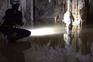 Veja o interior da gruta onde estão retidos quatro portugueses