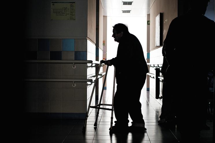 Mais de 290 mil testes feitos a funcionários de lares de idosos terão evitado mais de 870 surtos