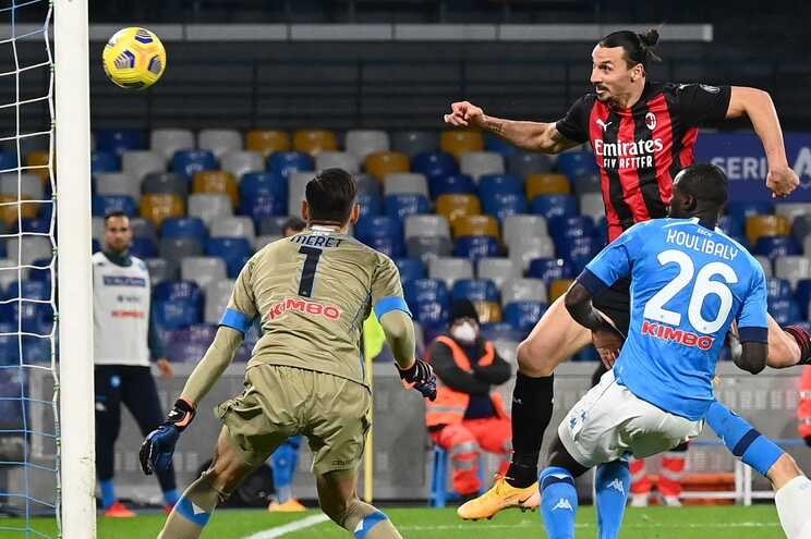 Ibrahimovic brilha na vitória do AC Milan e foge a Cristiano Ronaldo
